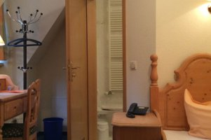 einzelzimmer-16-mit-aufbettung